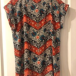Express Tops - Patterned Express Gramercy tee. Blue & red floral